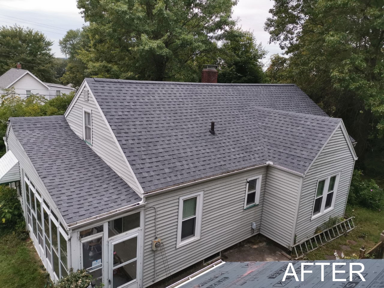 Arrange for a metal or asphalt roof replacement in Sugarcreek, OH